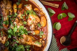 Chicken tagine with apricots ginger and ras el-hanout